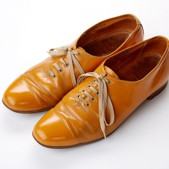 Pair of Grenson men's size 8 shoes made of mustard coloured leather with leather sole and cream laces.